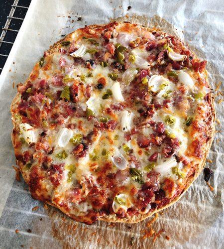 """LCHF-Pizza med """"bröd""""-botten"""